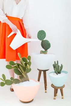 Get ready for Spring with these super cute DIY mid century planters....