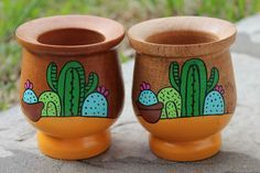 Billedresultat for mates pintados Painted Clay Pots, Painted Flower Pots, Painted Jars, Painted Rocks, Clay Pot Crafts, Diy And Crafts, Arts And Crafts, Home Crafts, Pottery Painting