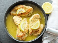 Butter Zitronen Huhn | Butter Lemon Chicken | 30 min | #maindish #chicken #huhn #lemon #zitrone #butter #garlic #knoblauch #suppe #soup Food Blogs, Sushi, Min, Foodblogger, Butter, Chicken, Meals, Meat, Food Food
