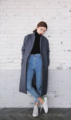 Korea fashion · pair mom jeans with a turtleneck for a simple yet chic style. 13 winter looks Casual Asian Fashion, Korean Fashion Minimal, Korean Fashion Winter, Korean Fashion Trends, Trendy Fashion, Womens Fashion, Trendy Style, Style Fashion, Simple Style