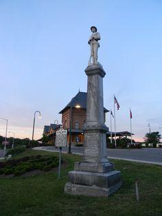 Confederate monument, Bristol Tn. Confederate Statues, Confederate Monuments, Confederate States Of America, Bristol Virginia, Bristol Tn, American Civil War, American History, Shiloh Battlefield, Smoky Mountain Christmas