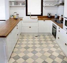Blanco, madera, ajedrez? una cocina? si, y muy bonita!  #mueblesdecocina #madera #encimeras