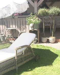 29 Grad im Schatten! Ich gönne mir jetzt ne kleine Runde Auszeit auf Daisy!                              #diewandelbar #outdoorliving #outdoorfurniture #georgiagarden #sikadesign #daisy #sunbed #garden #nordicstyle #sunnysunday #countryhome #myhome #nordichome #beiunszuhause