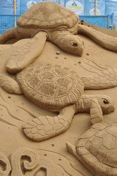Turtles sand sculpture - photo by davegouldie (pool-karver_kommunity), via Flickr