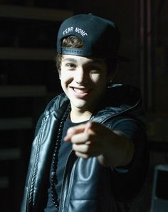 For all thoughs idiots out there that think @Austin Mahone is gay I give u this he is not here is my proof and if u still think that I am rong ure an idiot