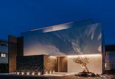 浜田山デザインオフィス Minimal Architecture, Space Architecture, Modern Architecture House, Modern Villa Design, Facade Lighting, Minimalist Design, Exterior Design, Building A House, Construction