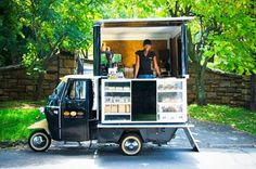 Full of Beans - South Africa - Piaggio-TriVespa scooter coffee truck conversion Food Trucks, Kombi Food Truck, Coffee Truck, Coffee Carts, Café Bistro, Sumo Natural, Mein Café, Mobile Coffee Shop, Coffee Trailer