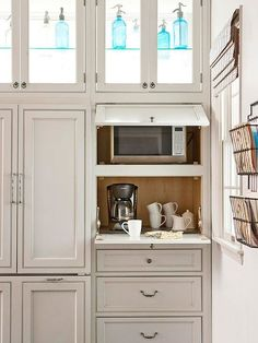 Kitchen Decorating Instead of an appliance garage, consider creating a hidden space for your coffeemaker and microwave in a cupboard - A little extra effort goes a long way. Kitchen Redo, New Kitchen, Kitchen Ideas, Kitchen Planning, Space Kitchen, Kitchen Pantry, Kitchen Corner, Hidden Kitchen, Pantry Ideas