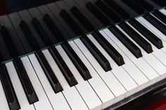 Learn+How+to+Safely+Whiten+Those+Yellowing+Piano+Keys