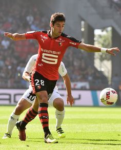 Rennes' French midfielder Yoann Gourcuff controls the ball during the French L1…