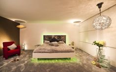 Homify schreibt: B R I N G E N Sie neuen Schwung in Ihr Schlafzimmer. : Ausgefallenes Schlafzimmer  Design by Torsten Müller