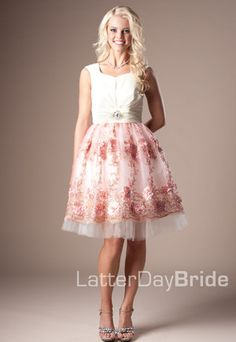 latter day bride Modest Homecoming Dresses, Modest Dresses, Trendy Dresses, Bridesmaid Dresses, Formal Dresses, Wedding Dresses, Dress Prom, Bridesmaids, Dance Dresses