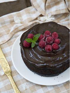 Pastel vegano de chocolate y frambuesa