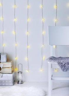 STRÅLA led-lichtsnoer met 10 lampjes | IKEA IKEAnl IKEAnederland decoratie kerst feestdagen inspiratie wooninspiratie interieur wooninterieur woonkamer kamer accessoires Ikea Xmas, Cool Furniture, Bedroom, Christmas, House, Winter, Home Decor, Desk, Room