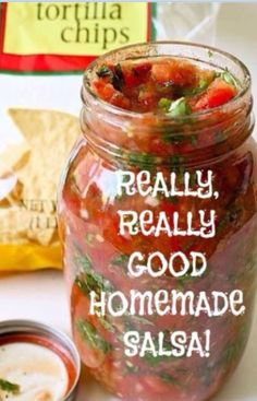 The recipe is in the description only ! Really good homemade Salsa 3 cups chopped tomatoes ½ cup chopped green bell pepper 1 cup onion, diced ¼ cup minced fresh cilantro 2 tablespoons fresh lime juice 4 teaspoons chopped fresh jalapeno … Dips Für Chips, Healthy Snacks, Healthy Recipes, Great Recipes, Salsa Guacamole, Salsa Food, Cilantro Salsa, Salsa Salsa, Mild Salsa