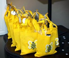 Such cute favor bags for a bumble bee party Favor Bags, Goodie Bags, Gift Bags, Lady Bug, Bumble Bee Birthday, Mommy To Bee, Winnie The Pooh Birthday, Bee Gifts, Bee Party