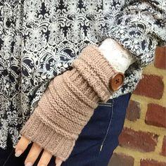 Light brown knitted mittens #mittens #fingerlessgloves #fingerlessmittens#bohemian #bohochic