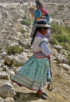 Shepherdess & Daughter along the road from Arequipa to Colca Canyon, Peru