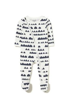 The diagonal zip of this mini zip through romper allows for quick changing with an inner zip backing to protect baby's skin from any catches. Available in many different colours and prints! Made from a soft stretch cotton. Baby Boy Fashion, Little Girl Fashion, Kids Fashion, Kid Styles, Unisex Baby, Baby Shop, Kids Wear, Baby Kids, Kids Outfits