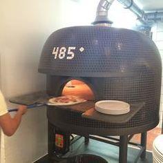 485 Grad - Pizza Der Name ist Programm, derzeit beste Pizza in Köln Dazu eine ausgewählte Weinkarte, eigene Limonade und Craft-Bier