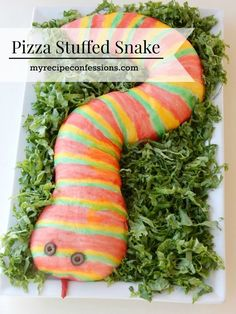 Pizza Stuffed Snake is the best family halloween food idea ever! Paint the snake and then eat it with a side of marinara sauce. This pizza snake is great for a Harry Potter party. Halloween Pizza, Family Halloween, Halloween Treats, Halloween Party, Snake Recipe, Pizza Art, Christmas Tree Painting, Fun Easy Recipes, Popular Recipes