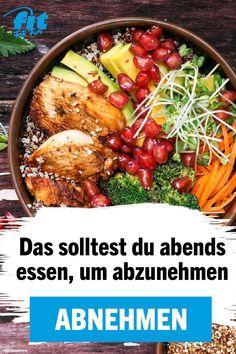 Um das Abendessen ranken sich viele Mythen. Tatsächlich ist es so, dass du abends nicht komplett auf Essen musst, um abzunehmen. Wer gut auf seine Ernährung achtet, kann durchaus auch mit den richtigen Lebensmitteln und leckeren Rezepten sein Fett los werden. so funktionierts! #abnehmen #Abendessen