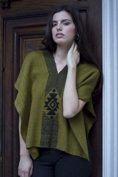 Poncho Estrella by Voz - ethical knitwear Weaving Art, Tapestry Weaving, Loom Weaving, Hand Weaving, Crochet Poncho, Diy Clothing, Different Fabrics, Knitwear, Woven Fabric
