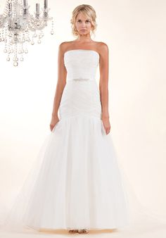 DESIGNER: Winnie Couture STYLE: Jillian 9128 NECKLINE: Straight Across SILHOUETTE: Trumpet FABRIC: Tulle COLOR: Pearl FEATURES: Soft pleated tulle with straight across neckline and low back TRAIN: Chapel CONDITION: Sample from boutique, no rips, stains, or tears NOTE: Missing belt SIZE: 14 PRICE: $1,150.00
