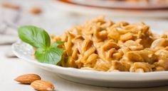 100% guilt-free, low-to-almost-no-fat, super good for you CREAMY pasta sauce.