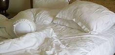 ungemachtes Bett und Hausstaubmilben