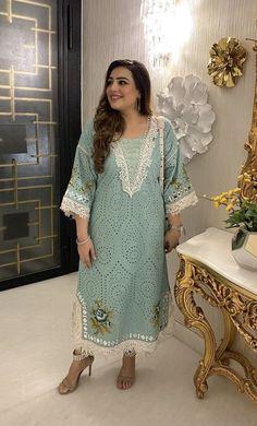 Stylish Dresses For Girls, Stylish Dress Designs, Simple Dresses, Casual Dresses, Fashion Dresses, Designer Party Wear Dresses, Kurti Designs Party Wear, Indian Designer Outfits, Simple Pakistani Dresses