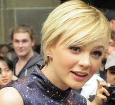 Carey Mulligan - short hair, cute hairstyle for growing out a pixie cut Cute Hairstyles For Short Hair, Pixie Hairstyles, Short Hair Cuts, Curly Hair Styles, Pixie Cuts, African Hairstyles, Pixie Haircut, Celebrity Hairstyles, Headband Hairstyles