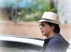 Shah Rukh Khan - on the set - Chennai Express Chennai Express, Hd Picture, Shahrukh Khan, Bollywood, King, Actors, Motivation, Sweet, Beauty