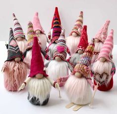 This seems to be the year of the GNOME, they are everywhere! Now it's your turn to learn how to make easy DIY gnomes. I've included a FREE pattern too! Easy Diy Crafts, Crafts To Make, Crafts For Kids, Easy Diy Costumes, Diy Halloween Costumes, Halloween 2020, Christmas Costumes, Craft Fur, Gnome Ornaments