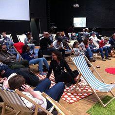 Museomix, c'est faire une pause sur des chaises longues (ou des pneus en 2012)... dans un musée relax #OpenMuseums