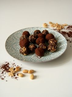 Energy Balls - leckere und gesunde Pralinen aus nur 4 Zutaten Dog Food Recipes, Cereal, Breakfast, Animal Food, Chocolate Candies, Health, Food Food, Morning Coffee, Corn Flakes