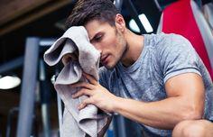 Hilarisch: mannen proberen workout lingeriemodellen