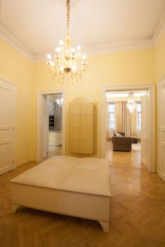 Luxusní chodba v jemných odstínech smetanové  a béžové.Ty jsem doplnila dominantním lustrem se zlatými prvky.#interiordesign#corridor#luxury#zlatyluxus Alcove, Bathtub, Bathroom, Standing Bath, Washroom, Bathtubs, Bath Tube, Full Bath, Bath