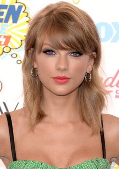 Exactly six months ago, on February 12, Taylor Swift shocked us all by chopping off her long hair and debuting a bob haircut. When we published the above first-glimpse photo, most of our readers went wild over Taylor's shorter hairstyle and said you hoped she'd keep the flippy layered bob for a while. So, has she? Let's check out the latest shot of Taylor Swift, from last night's Teen Choice Awards. Looks to me like Taylor is totally growing her hair longer again; her hair's a couple of…