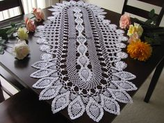 Brand new large crochet doily with flowers holiday di KroneCrochet