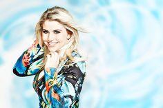 Schlagerprinzessin Beatrice Egli, die Gewinnerin der Deutschland sucht den Superstar Staffel 2013, mit 'Mein Herz' am 09.10.2013 im Volkshaus Zürich. Tickets: http://www.ticketcorner.ch/beatrice-egli
