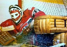 Ken Dryden, never liked the Montreal Canadians, still don't, BUT.I can still respect one damn good goaltender. Hockey Goalie, Hockey Teams, Hockey Stuff, Montreal Canadiens, Ken Dryden, Goalie Mask, Hockey Cards, National Hockey League, Toronto Maple Leafs