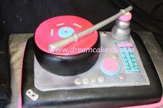 DJ turntable cake. #music #dj #cakes #musiccakes #