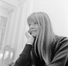 40 Fascinating Black and White Photographs of Françoise Hardy in London During the ~ vintage everyday Rock And Roll Girl, Bbc Tv Shows, French Pop, Jean Marie, Vintage Pictures, Woman Crush, Film Photography, Pretty People, Celebs