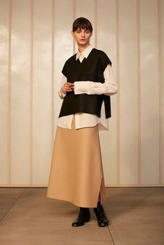 See all the Collection photos from Studio Nicholson Autumn/Winter 2016 Ready-To-Wear now on British Vogue Weird Fashion, Slow Fashion, Studio Nicholson, Fairy Clothes, Cashmere Wrap, Layered Fashion, Vogue, Fashion Lookbook, Fashion Studio