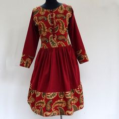 Robe courte/midi bordeaux et multicolore en coton , à bustier boutonné : Robe par akkacreation