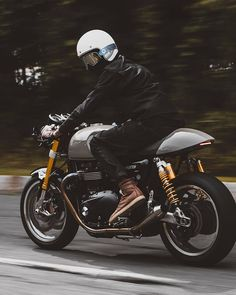 Discover a number of my favourite builds - custom scrambler concepts like this Indian Motorcycles, Triumph Motorcycles, Triumph Cafe Racer, Triumph 1200, British Motorcycles, Cafe Racer Girl, Style Cafe Racer, Cafe Bike, Cafe Racer Bikes