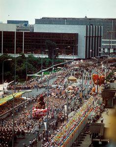 Festumzug anlässlich 750 Jahre Berlin am Palast der Republik, aufgenommen am 05.07.1987.