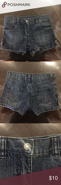 Girls Jean Shorts Size 4T By Crazy 8 Cute girls jean shorts with pockets and inside elastic adjustable band with buttons. Size 4T. Crazy 9 brand. Crazy 8 Bottoms Shorts