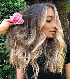 GOTYE We love hair We love balayage We love our job Blonde With Pink, Silver Blonde, Bright Blonde, Blonde Ombre, Blonde Shades, Ombre Hair, Blonde Hair Looks, Cool Blonde, Lob Hairstyle